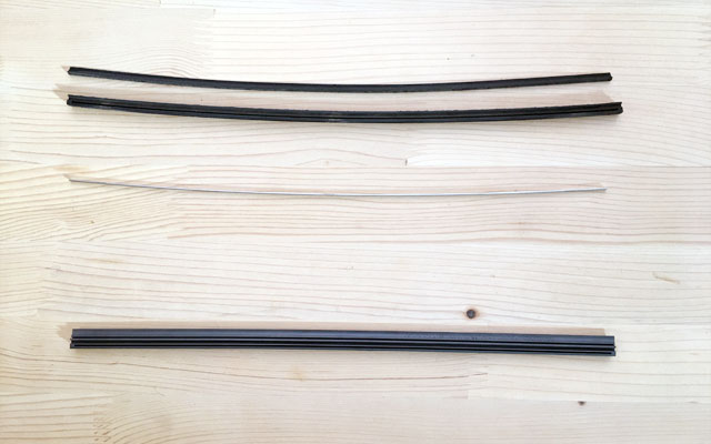 リヤのゴムと金属製の板