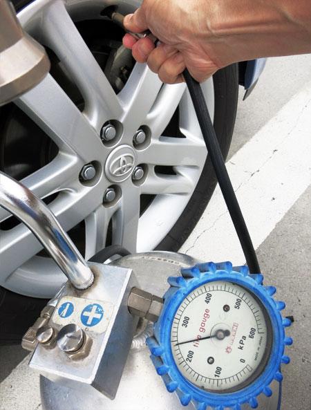 タイヤの空気圧の調整