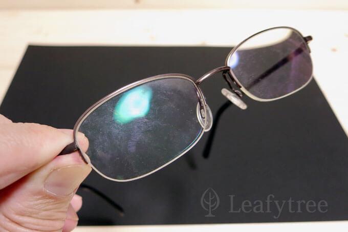 レンズが汚れたメガネ